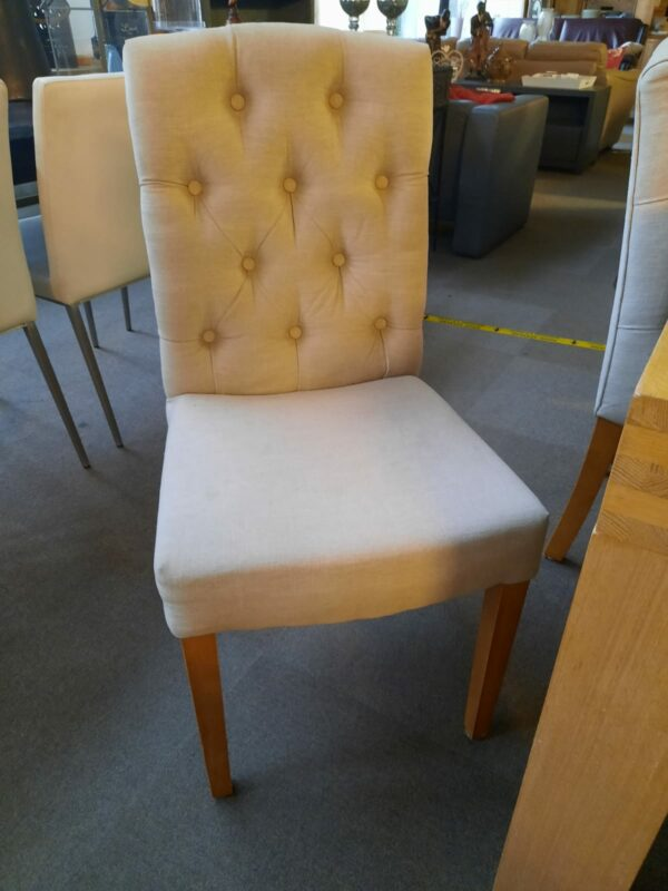 zandkleurige eetkamer stoel